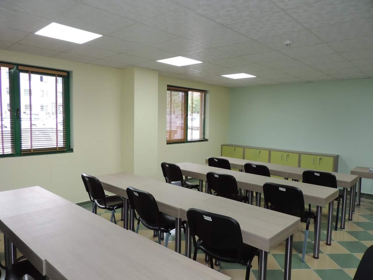 Лекциите от Училището за родители в нова зала
