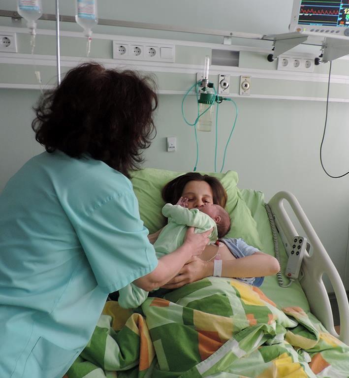 """Пациентите и анестезиологът  подписват """"пакт"""" за анестезията:  те му гласуват доверието си,  той обещава, че ще се събудят"""