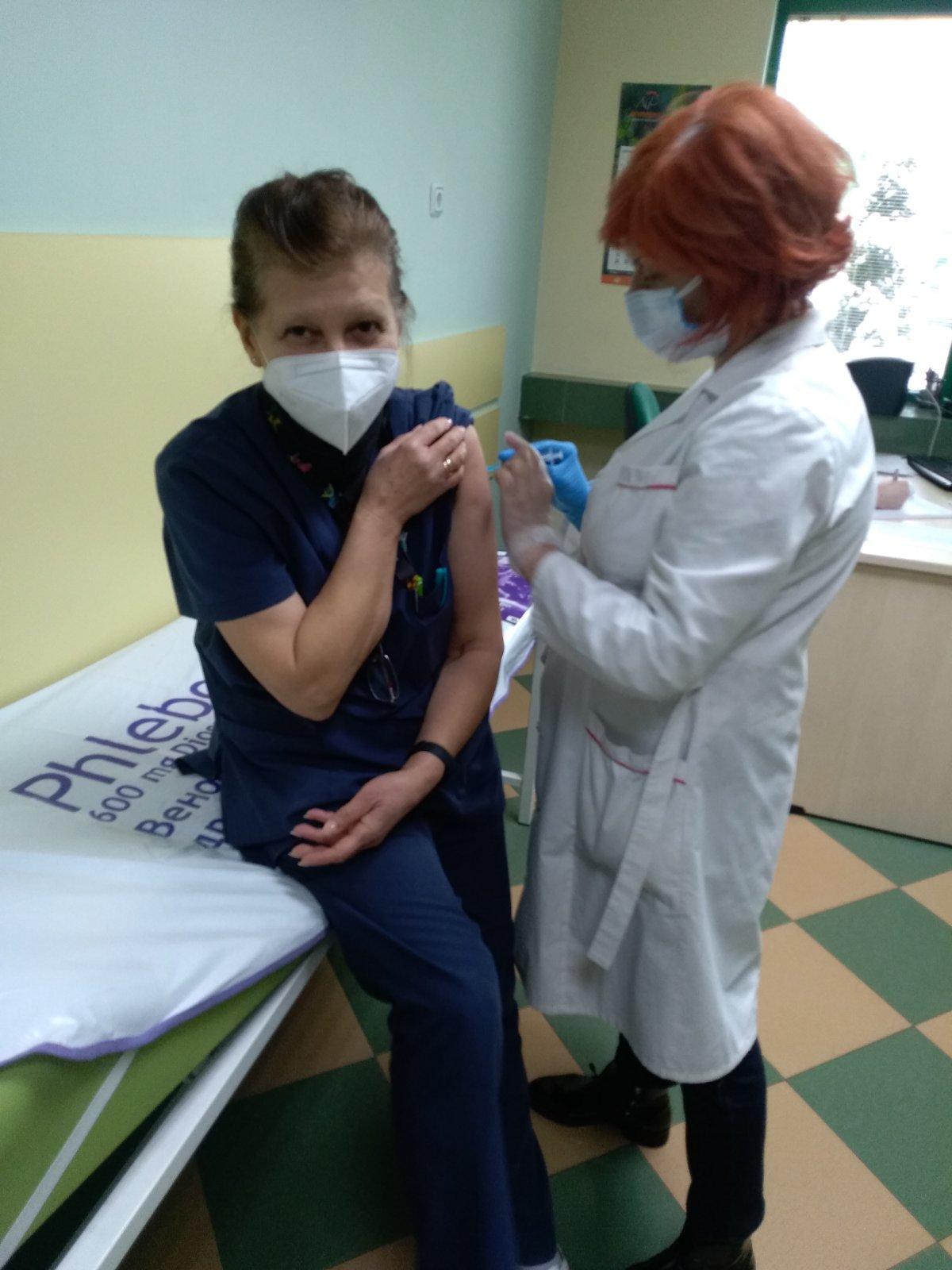 Поставянето на 2 доза на медиците от