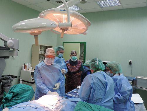 """Нов метод за стабилизация на гръбначен стълб реализираха неврохирурзи в """"Софиямед"""""""