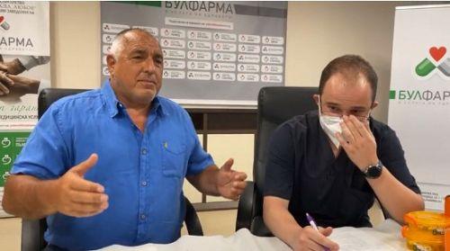 Бойко Борисов се ваксинира на живо във фейсбук